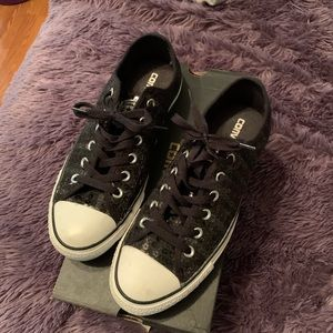 Converse woman's blk sequined